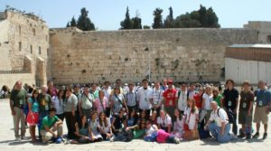 Image of Pictures of MOTL students in front of the KOTEL in Jerusalem for Yom Hamatzmaut Independence day