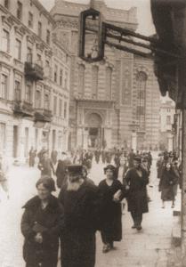 Image of Worshipers leaving the Altshtot (Old City) Synagogue on Wolborska Street, Lodz, 1937.