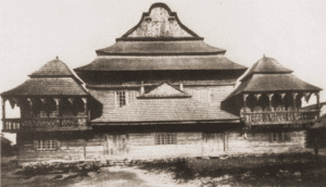 Image of Exterior of the famed eighteenth-century wooden synagogue in Wolpa.