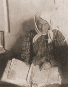 Image of Reading the Tsenerene, a Yiddish version of the Pentateuch. Vilna.