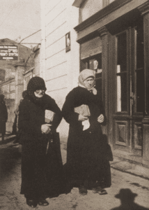 Image of Returning from the synagogue. Chodorow, 1938.