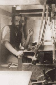 Image of Yisroel Lustman, weaver of peasant linen in Wawolnica.