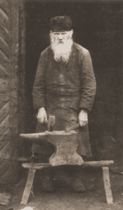 Image of Berl Cyn, age 87, the oldest blacksmith in the town. Nowe Miasto, 1925.