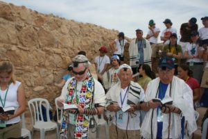 Image of MOTL praying at Masada